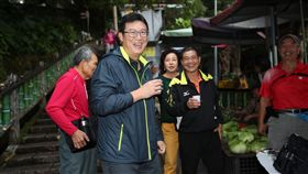 ▲民進黨台北市長候選人姚文智早晨拜票,氣氛熱絡。(圖/姚文智辦公室提供)