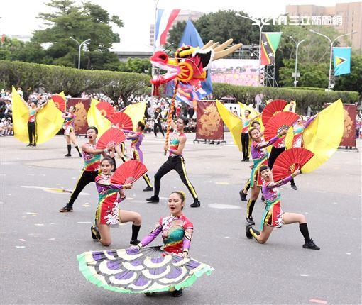中華民國中樞暨各界慶祝107年國慶大會,高雄樹德家商。(記者邱榮吉/攝影)