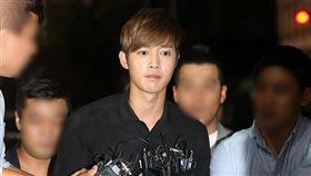 金賢重在2014年爆出毆打崔姓前女友導致流產,當時暖男形象一夕全盤崩壞。(圖/翻攝自KBS)
