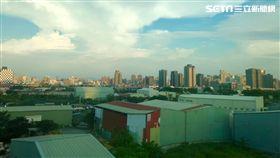 台中高鐵沿線廠房。(圖/記者蔡佩蓉攝影)