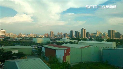 台中高鐵沿線廠房。(圖/記者蔡佩蓉攝影) ID-1584409