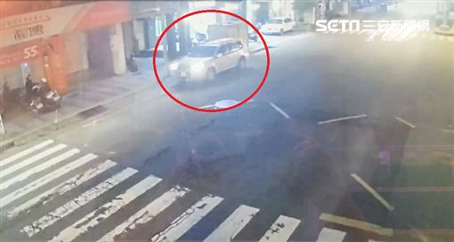 台中血男遭丟包醫院門外/翻攝畫面