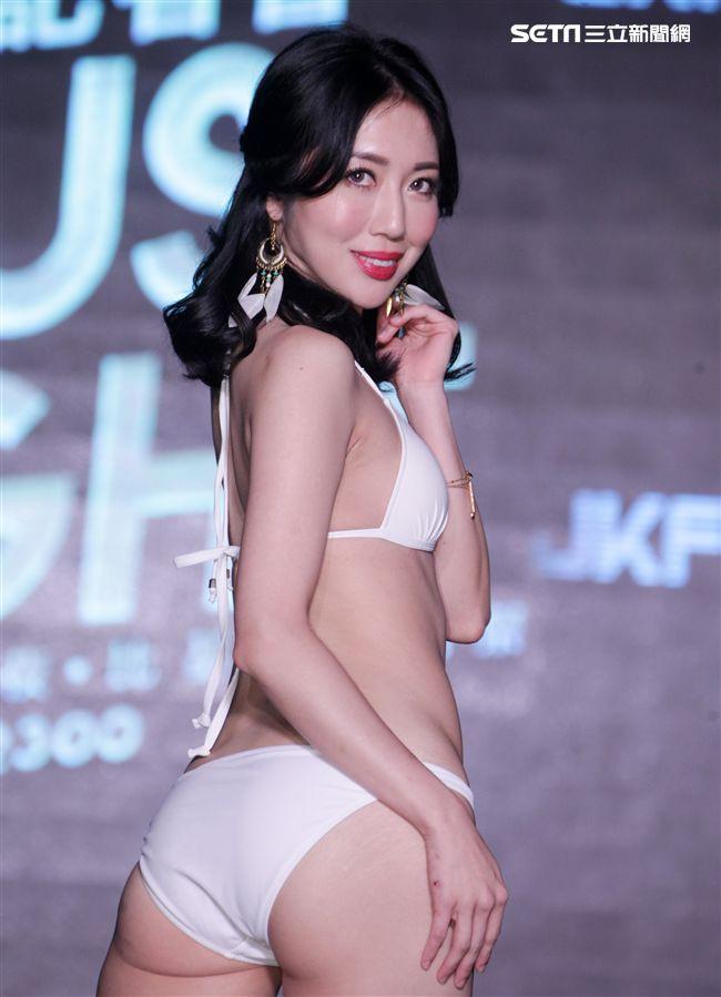 性感JKF女郎珍琳。(記者邱榮吉/攝影)