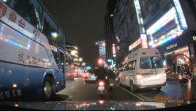 台北,南京東路,屁孩,尬車,謝亞軒(圖/翻攝自爆廢公社)