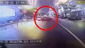 台北,南京東路,屁孩,尬車,謝亞軒,行車紀錄器。翻攝自爆料公社