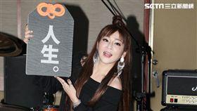 王彩樺為大港開唱排練唱招牌歌曲「保庇」。(記者邱榮吉/攝影)