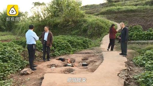 重慶地火60年未滅!村民用免費瓦斯爐燒飯(圖/翻攝自梨視頻)