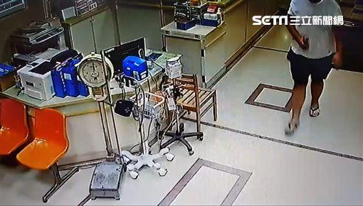 東港深夜傳槍響!男助陣談判腹部中彈 自行走進急診室就醫圖/翻攝畫面