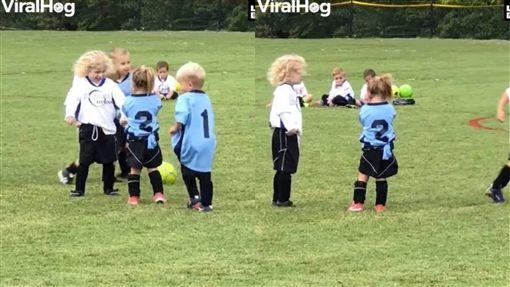 小孩,暖男,呼呼,踢足球,LADbible 圖/翻攝自LADbible臉書