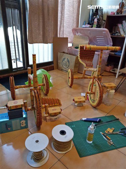 太子爺,三輪車,敬神摺紙,腳踏車,生日(圖/羅宏章提供)