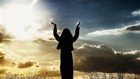 16:9 神聖 宗教 祈禱 信仰 虔誠 圖/翻攝自pixabay https://pixabay.com/photo-571715/