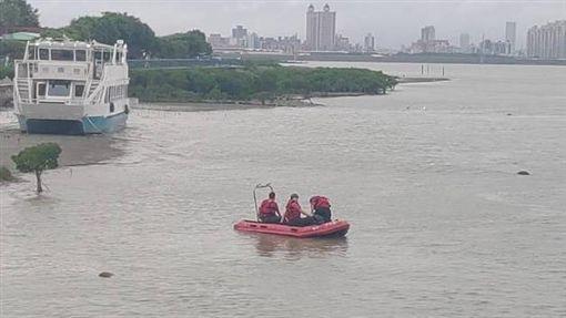 台北,北投,關渡碼頭,浮屍(圖/翻攝畫面)