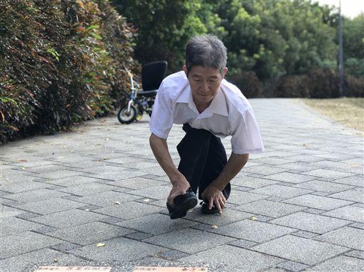 劉大潭,爬地發明家/用手走路曾被譏廢人,他擁兩百種發明成大老闆(記者郭奕均攝影)