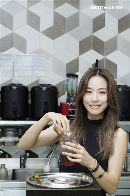 鄧麗欣開設飲料店「一口吖吖」圖/地球人品牌行銷有限公司提供