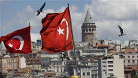 土耳其載移民卡車翻覆 包括孩童15人罹難(圖/中央社)