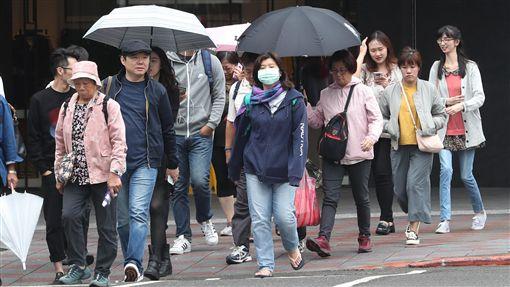 東北季風影響 北台灣溼涼(2)中央氣象局預報,13日受東北季風影響,北台灣仍是較溼涼的天氣,基隆北海岸、宜蘭及大台北山區降雨時間較長,可能有局部大雨。中央社記者張皓安攝 107年10月13日