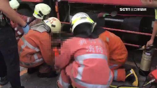 悚!垃圾車停斜坡作業 突滑下40米撞傷4人