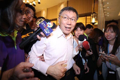 柯文哲家長後援會成立(2)柯文哲家長後援會成立大會14日下午在台北舉行,台北市長柯文哲(前)出席受關注。中央社記者吳翊寧攝 107年10月14日
