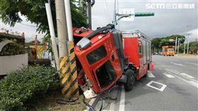 台北,北投,消防車,翻覆(圖/翻攝畫面)