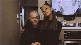 亞莉安娜(Ariana Grande)與喜劇演員皮特戴維森(Pete Davidson)取消婚約。(翻攝IG)