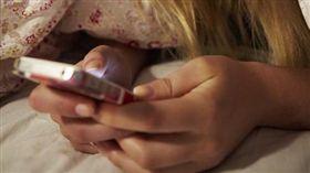 睡覺前,滑手機,例行公事,Pollster,波仕特即時線上市調網