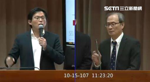 黃國昌於立院教育委員會質詢原能會千萬報告案涉嫌抄襲,立法院直播