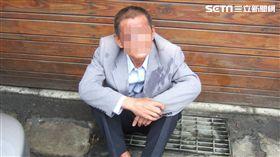 葉男在殯儀館附近車上偷走一套亡者生前最愛穿的西裝(翻攝畫面)