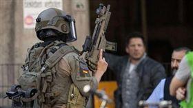 德國,麥當勞遭汽油彈攻擊(圖/翻攝自推特)