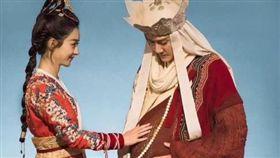趙麗穎與馮紹峰兩人因《女兒國》結緣。(圖/翻攝自趙麗穎微博)