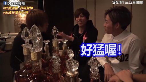 翼的客人購買了滿桌的高級酒。(圖/D-Saki臉書授權)