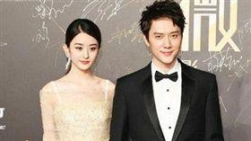 市場分析:趙麗穎與馮紹峰兩人宣布婚訊,猶如兩家A股公司合併。(圖/翻攝自新浪娛樂微博)