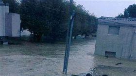 法國奧德(Aude)地區大淹水造成至少11人死亡,3人失蹤。(圖/翻攝推特)