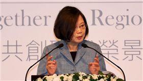 總統出席玉山論壇開幕式「玉山論壇:亞洲進步與創新對話」11日在台北君悅酒店舉行,總統蔡英文出席開幕式,並致詞。中央社記者張皓安攝  107年10月11日