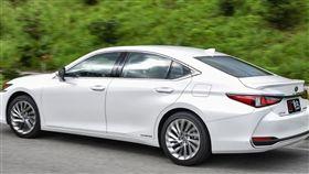 Lexus ES 300h(圖/車訊網)
