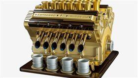 Espresso Veloce Royale 01 V12引擎咖啡機。(圖/翻攝網站)