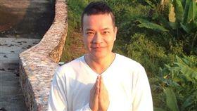 現年58歲的香港知名主持人洪朝豐。(翻攝臉書)