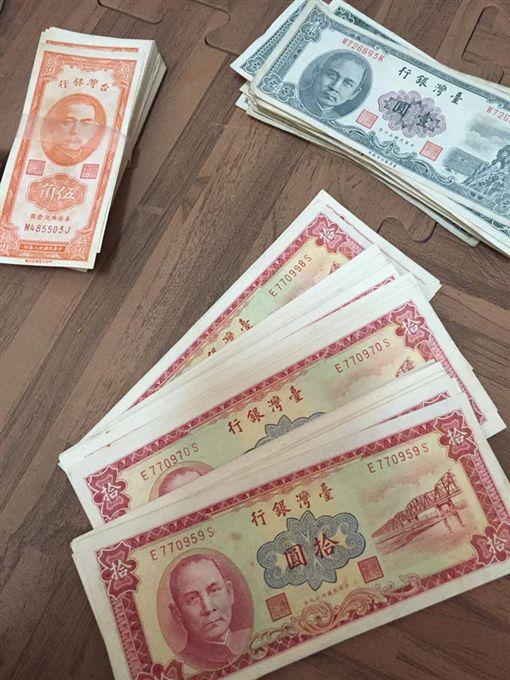 阿公過世翻出百張連號紙幣 網驚:絕對不是一般人(圖/翻攝自臉書《爆廢公社》)