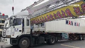 L貨車撞牌樓1600