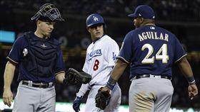 ▲洛杉磯道奇游擊手Manny Machado(中)跑壘引發爭議。(圖/美聯社/達志影像)