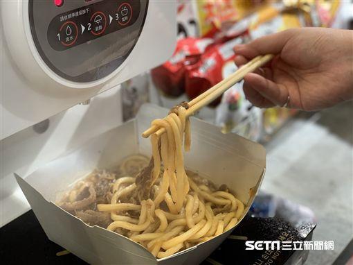 韓國自煮泡麵機,自煮機,OK超商。(圖/記者馮珮汶攝)