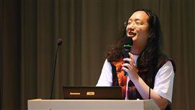 唐鳳出席零時政府高峰會發表演說行政院政務委員唐鳳6日出席2018零時政府高峰會,並以「數位國家」為題進行約15分鐘的演說。中央社記者游凱翔攝 107年10月6日