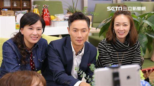涂善妮(左起)、謝祖武、潘慧如齊聚看《初戀的情人》首播。(圖/TVBS提供)