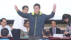 台北市長選舉 姚文智抽中3號民主進步黨台北市長候選人姚文智(前)19日出席台北市選舉委員會候選人號次抽籤,抽中3號。中央社記者吳家昇攝 107年10月19日