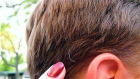 白頭髮,衰老。(圖非新聞當事人/攝影者Jenni Konrad,flikr CC License/網址https://bit.ly/2CsNDHx)