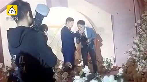 只有新郎的婚禮…新娘竟是去生寶寶!(圖/翻攝梨視頻)