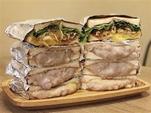 Ticket鐵匙鐵板吐司,鐵板燒,芋泥吐司,沙朗牛排漢堡(記者郭奕均攝影)