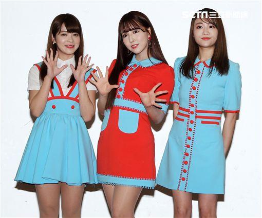 日本AV女優三上悠亞、松田美子、櫻萌子來台開演唱會。(記者邱榮吉/攝影)