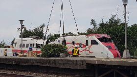 普悠瑪列車事故 台鐵:傾倒車輛已扶正