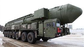 美國總統川普宣布有意退出「中程核飛彈條約」,並稱俄羅斯在常規與核子中程飛彈上均違反條約。(圖/翻攝自@aquickshot1 推特) https://twitter.com/aquickshot1/status/1054055968907116549