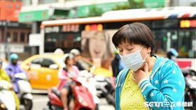 空氣汙染、交通廢氣恐增加肺阻塞罹病風險,出現喘咳痰症狀勿輕忽,應盡早就醫診治。(示意圖/公關照)